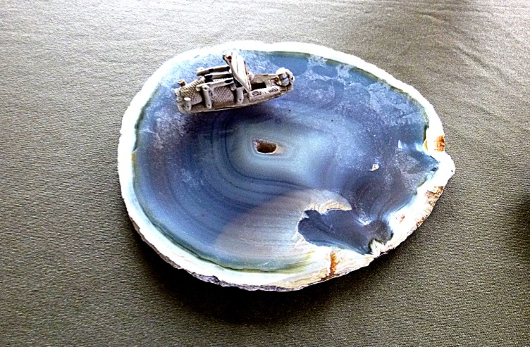 Slice of onyx with Hokusai wave and boat